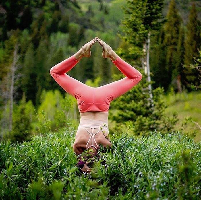 Красота души и тела: великолепные фотографии асан йоги от девушки, пережившей много боли