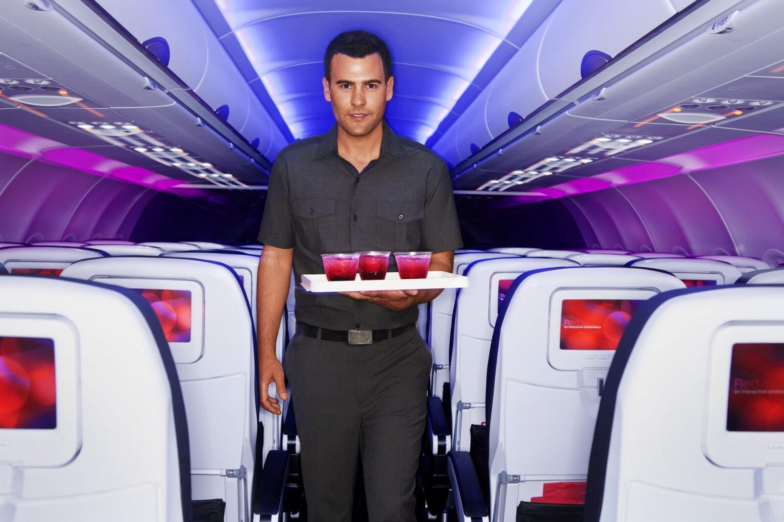 Рейс в Америку. В аэропорту Тель-Авива идет посадка на рейс американской авиакомпании...