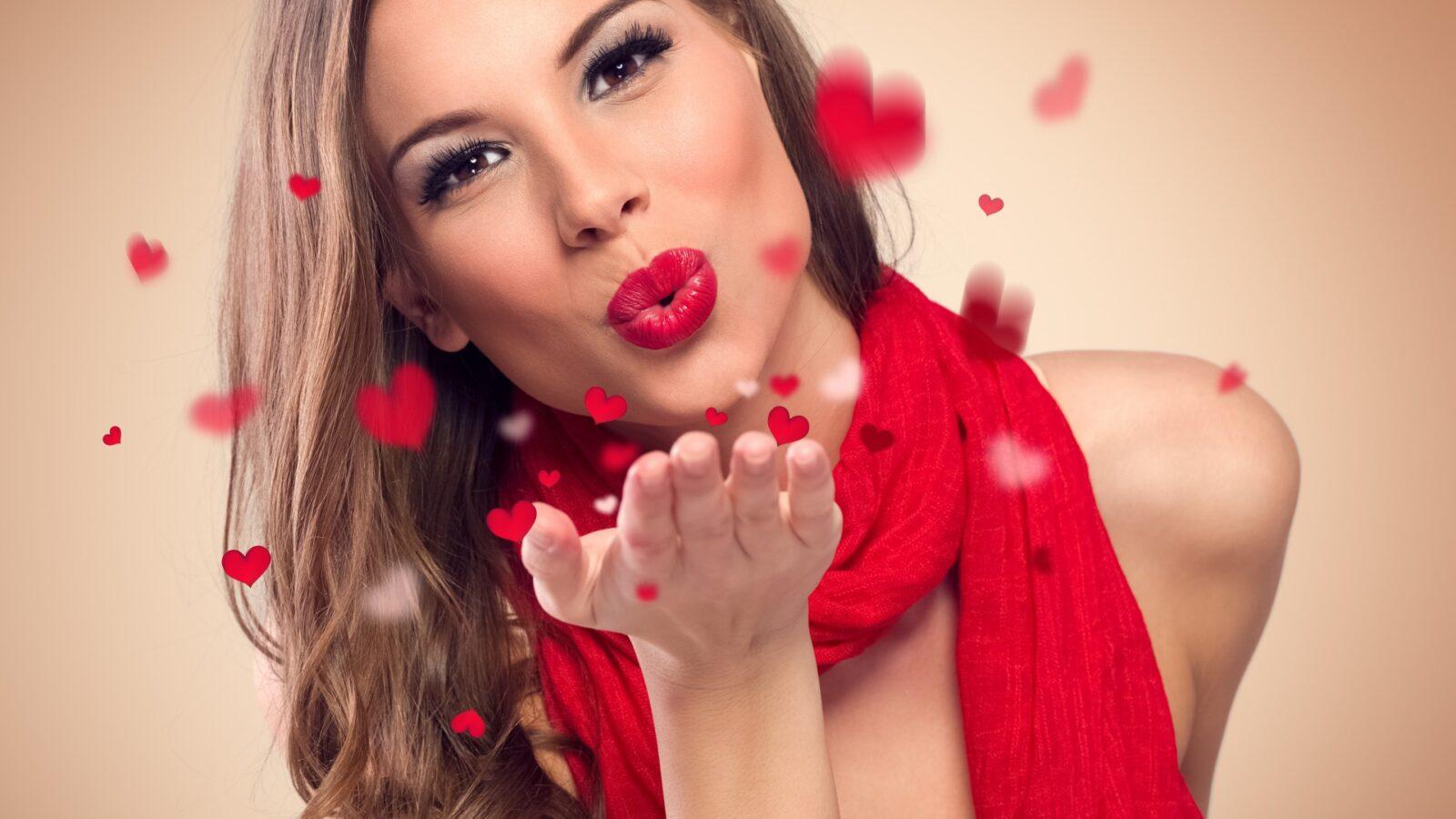 Фото красивых девушек с поцелуями