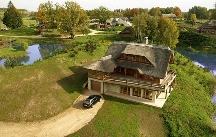Латвийский миллионер построил «Город Солнца», выкупив 3000га леса! Увидев это все, понимаешь, рай на Земле существует!