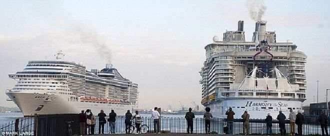Крупнейшее судно в истории человечества сошло на воду на верфи Франции
