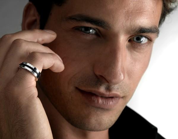 А вы на каком пальце носите кольцо? Оказывается, это многое объясняет...