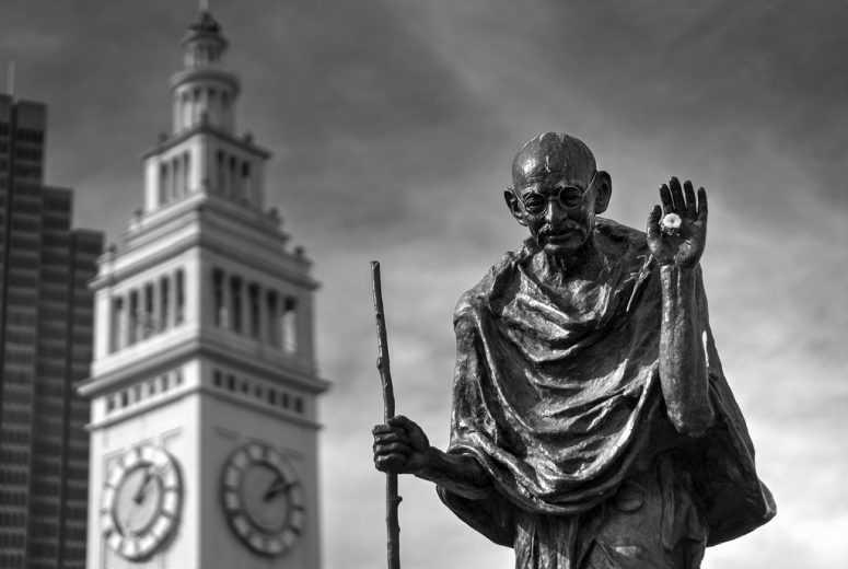30 правил жизни великого Махатмы Ганди