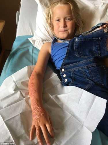 Для этой 7-летней девочки отдых на курорте обернулся кошмаром...