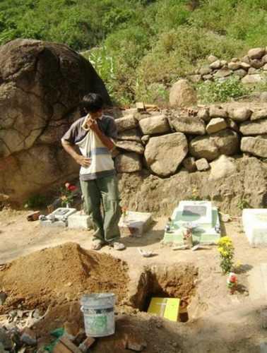 Зачем этот вьетнамец построил дом на кладбище? У него был потрясающий план...