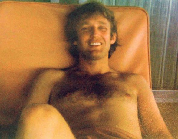 Старые снимки этого человека облетели весь Интернет. У вы узнали его?
