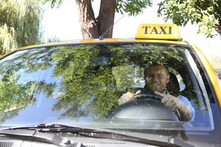Как таксист учил нерадивых пешеходов. Молодец!