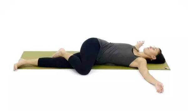 Простейшие позы йоги перед сном и ваш отдых станет полноценнее