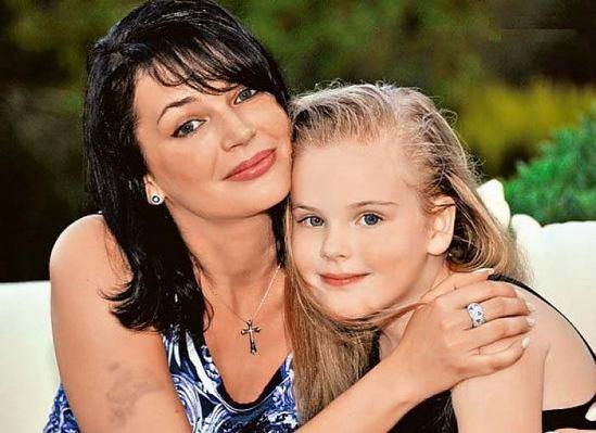 Эти фото вдовы и дочери Александра Абдулова просто великолепны!