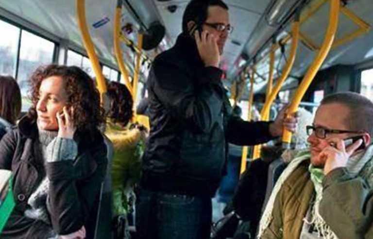 Мужчина в маршрутке говорил по мобильному. Все пассажиры обратились в слух...