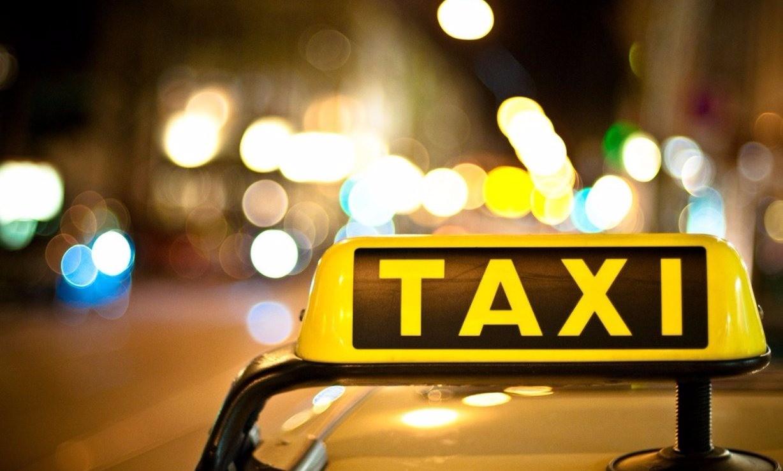 Ночью в такси ехала с огромным мужиком за 40...тут он поворачивает в непонятный район, заезжает в гаражный кооператив