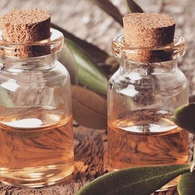 Это универсальное масло избавит от простуды, прыщей, псориаза, грибка и не только
