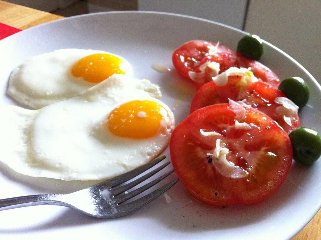 Что происходит с организмом, если съедать по три яйца ежедневно