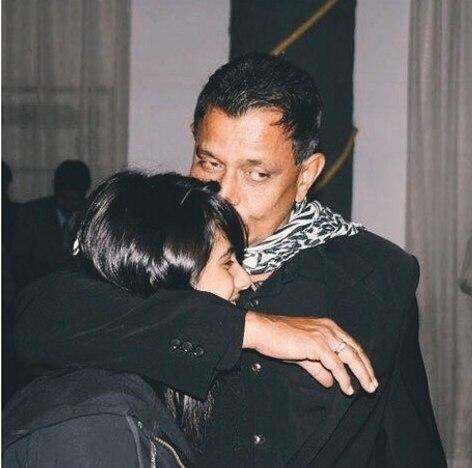 Помните этого индийского актера? Он нашел девочку на свалке. Но ребенок вырос....