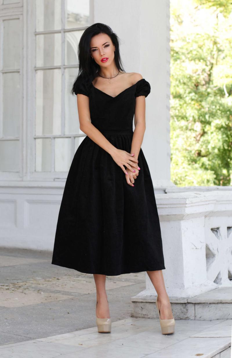 Правильные фасоны для 20, 30, 40 и 50 лет: маленькое черное платье