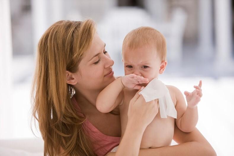 Предупреждение врачей: не вытирайте кожу своих детей детскими влажными салфетками, и неважно, какими именно