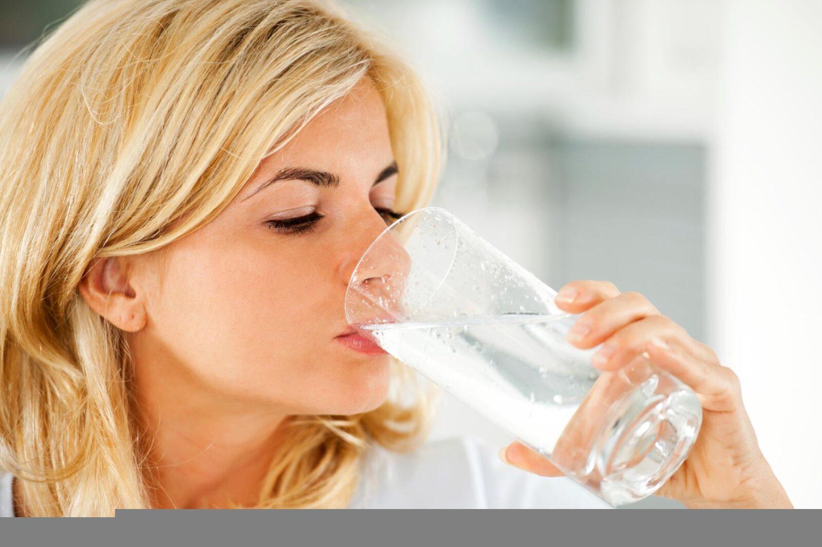 Стакан теплой воды на пустой желудок — и ваш организм скажет «cпасибо»