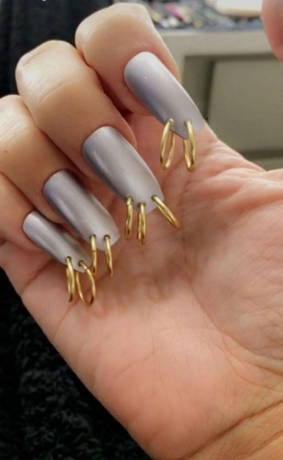 Новый тренд - пирсинг на ногтях