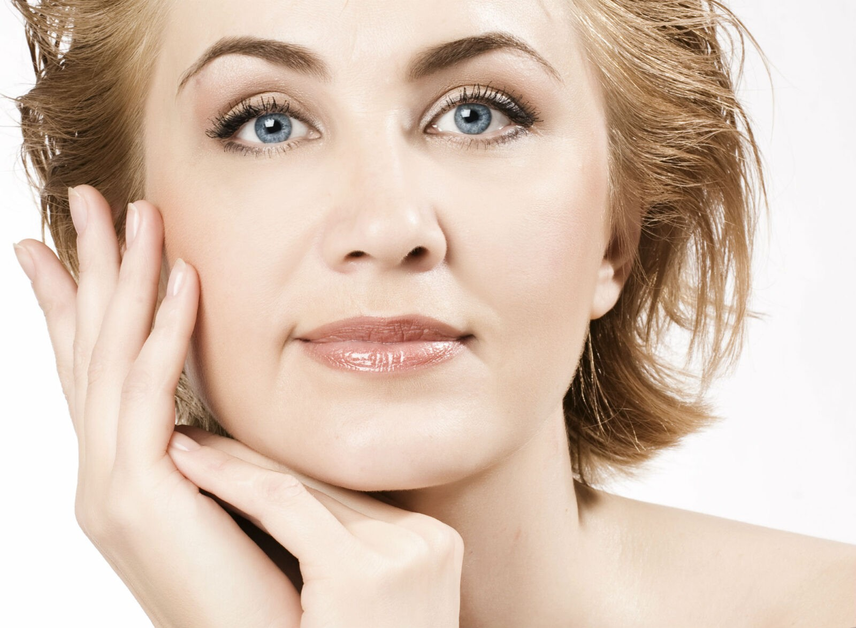 Скорая помощь при обвислых щеках: упражнения, которые вернут им упругость и румянец