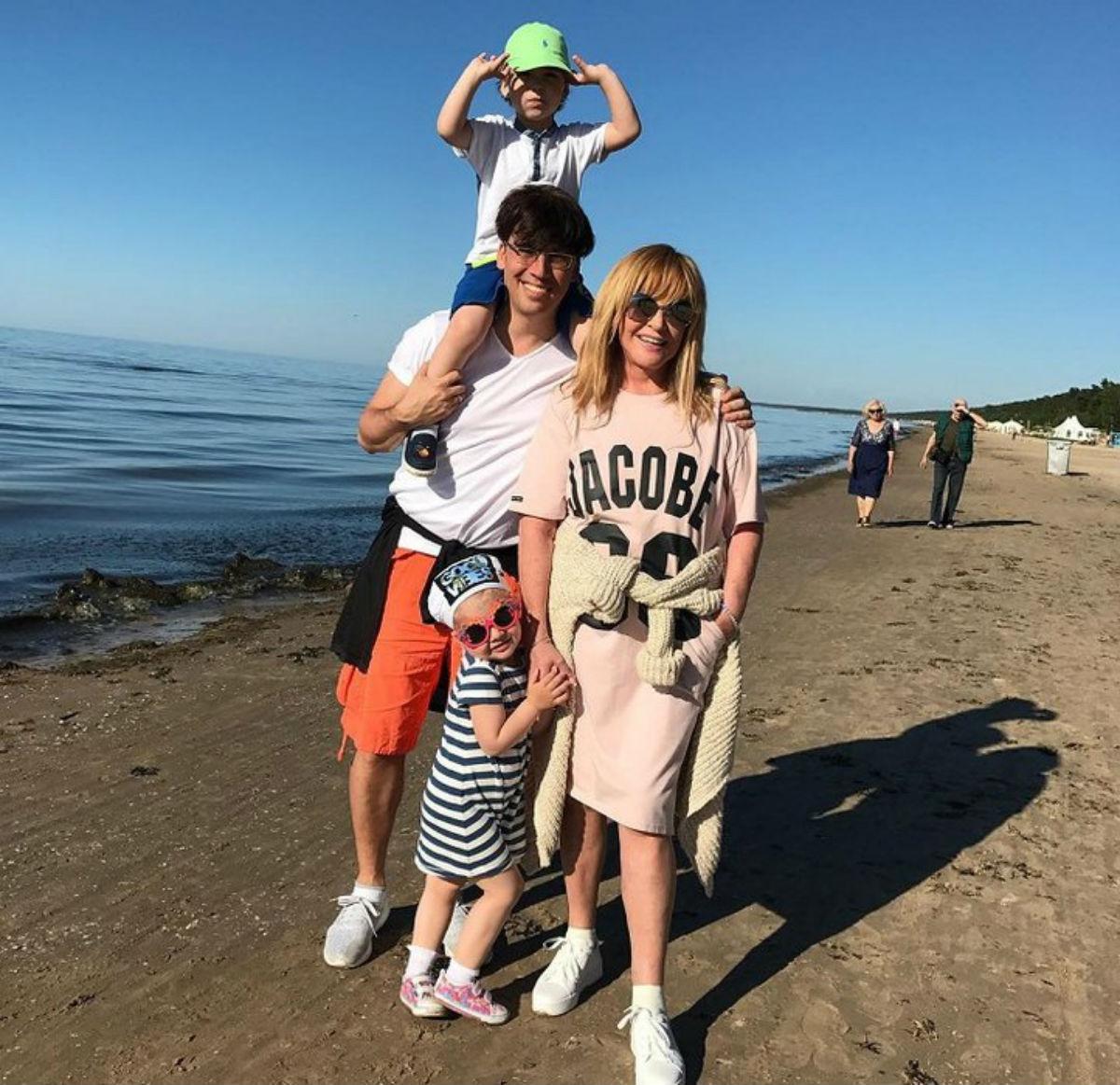 Незабываемое зрелище: Максим Галкин показал редкое фото с Аллой Пугачевой и детьми