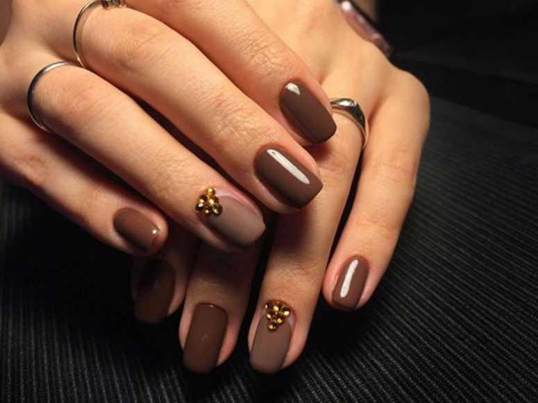 Дизайн коротких ногтей коричневый цвет фото