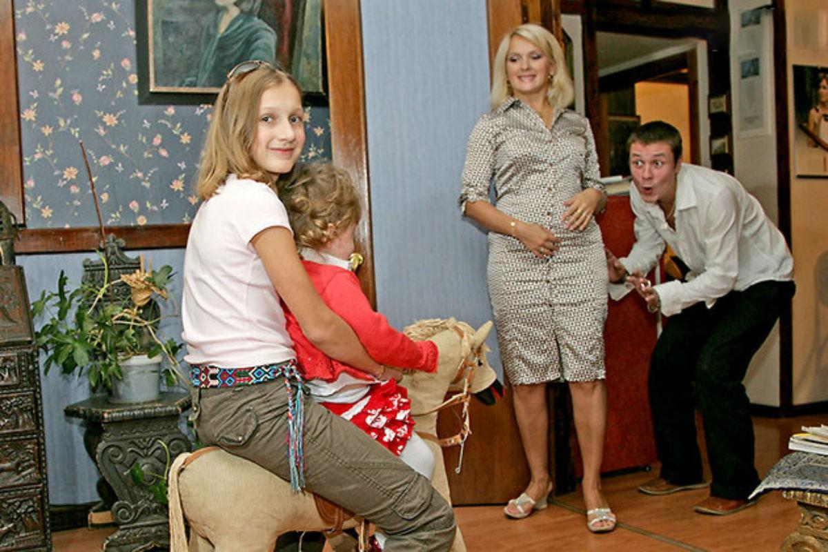 Многодетные семьи: российские знаменитости, у которых четверо и больше детей