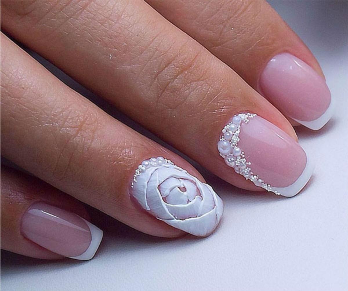 Маникюр с дизайном на безымянном пальце