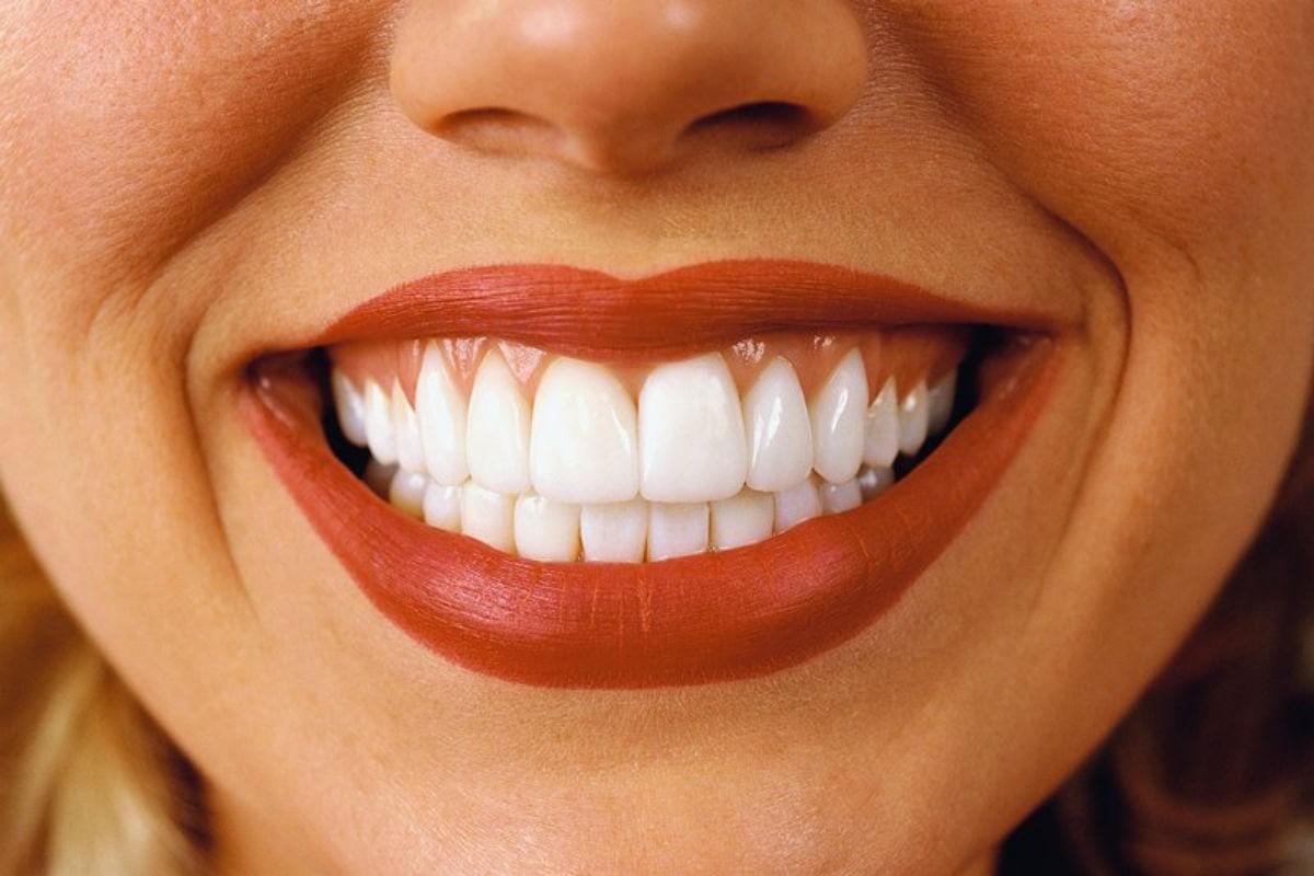 Вам больше не придется идти к стоматологу, если будете протирать зубы и десна этими маслами