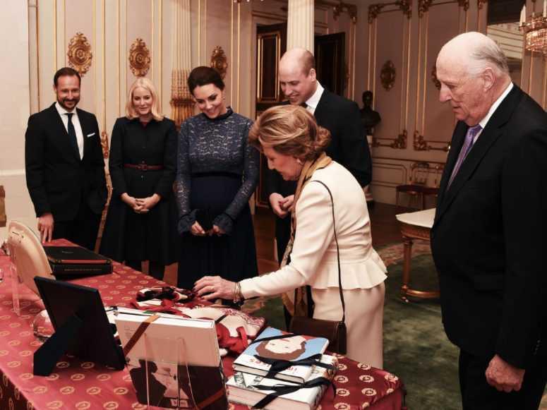 Кейт Миддлтон всех поразила вечерним платьем на светском мероприятии в Норвегии