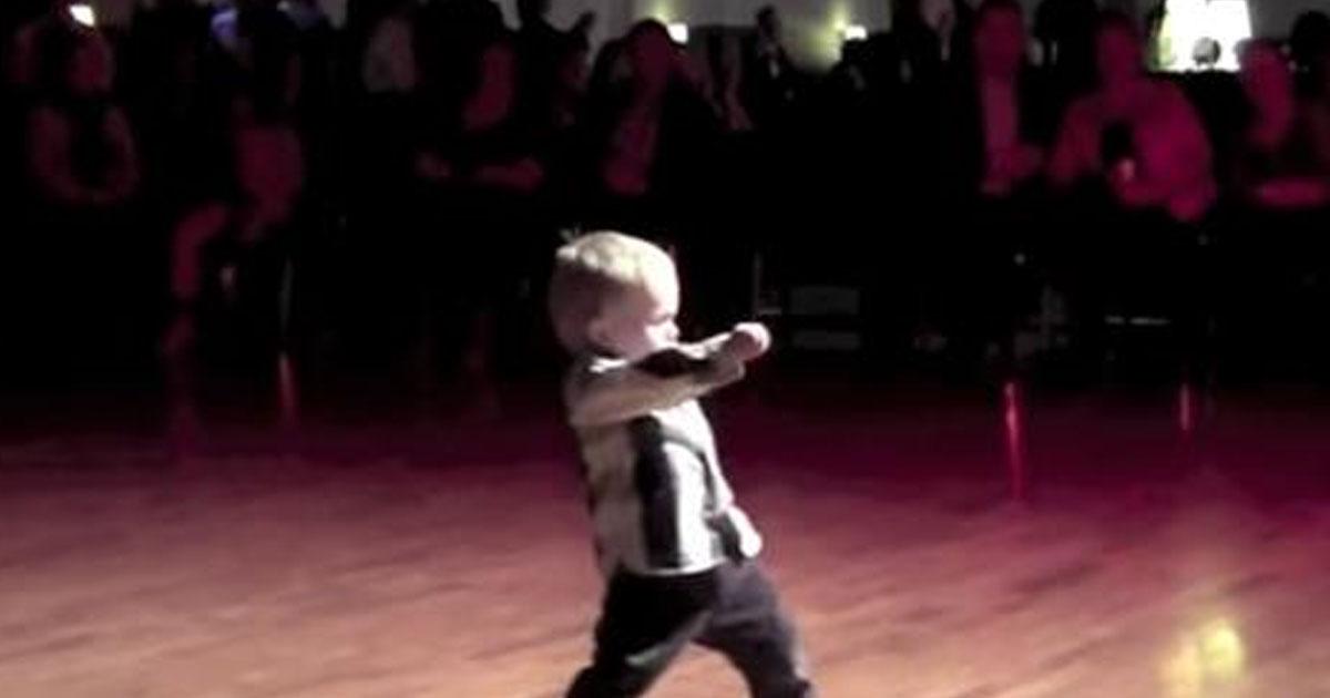2-х летний танцор Вильям собрал на YouTube 34 миллиона просмотров