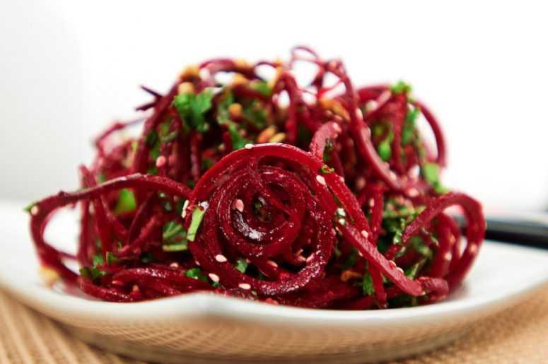 Подборка лучших рецептов - салат из сырой свеклы