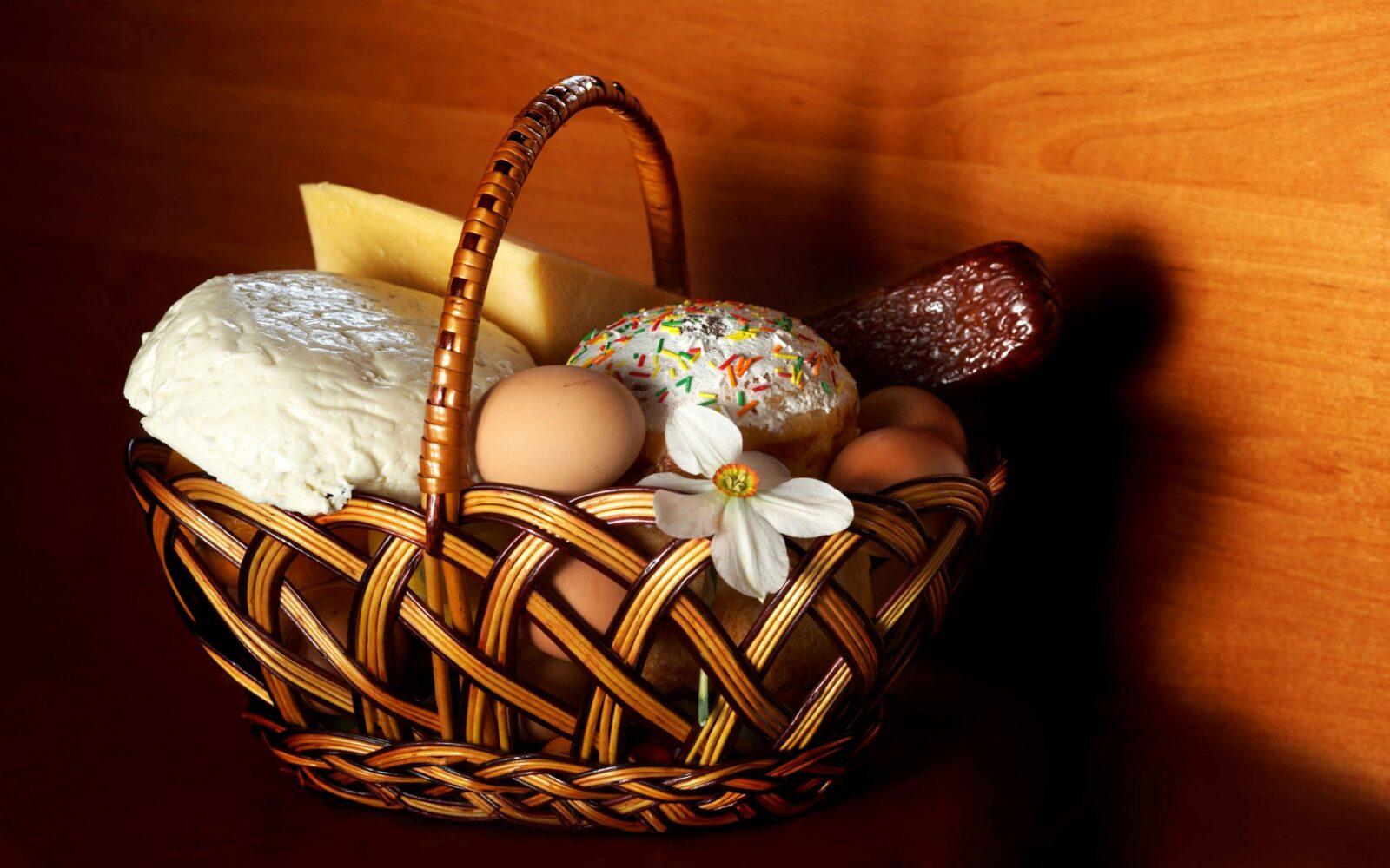 Готовимся к Пасхе: Что должно быть в праздничной корзине, а что категорически нельзя