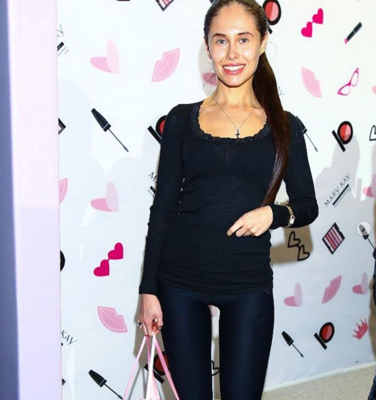 Недавно звезда шоу «Уральские пельмени» Илана Юрьева похвасталась, что ей удалось похудеть на 10 килограммов.