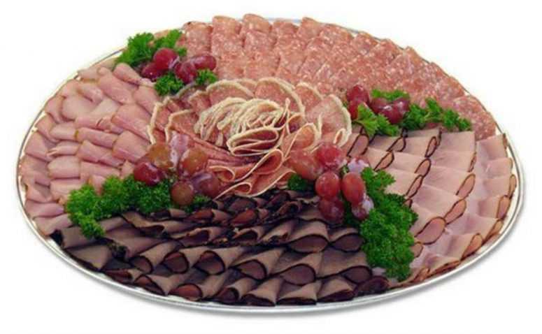 Красивое, и простое оформление мясной нарезки