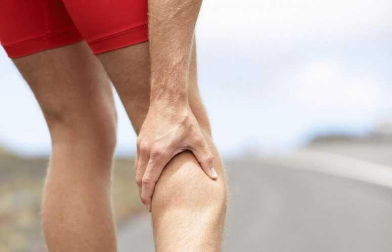 По какой причине болят икры ног