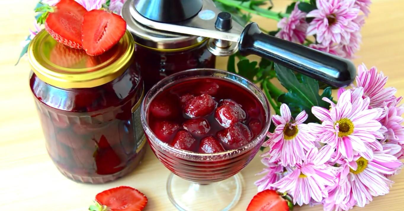 Клубничное варенье без варки ягод получается очень ароматным!
