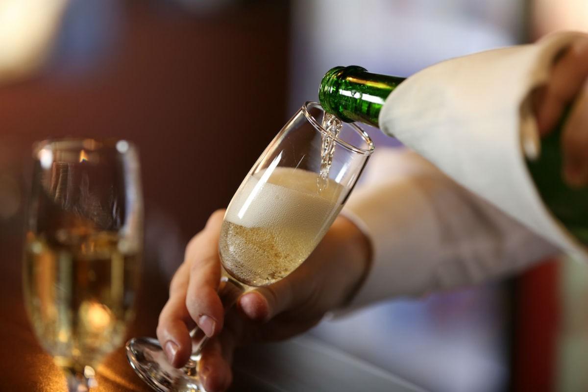Нервным женщинам необходимо регулярно  пить шампанское