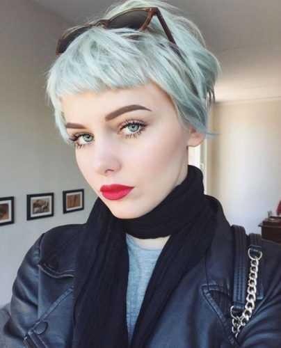 Короткая стрижка с челкой — хит этого лета: 20 вариантов для блондинок и брюнеток