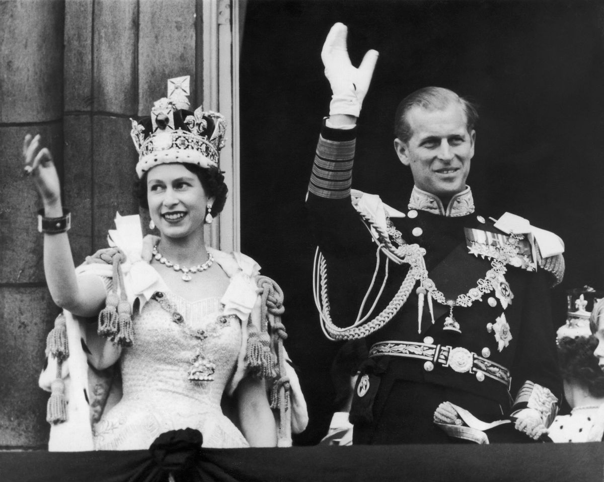 Британцы собираются к прощанию с Королевой — 91-летняя Елизавета ІІ, после 65 лет правления, — уходит!