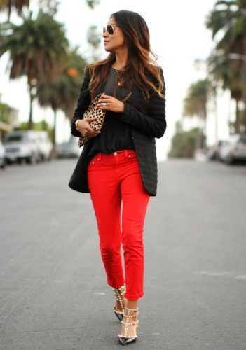 Летом модно быть яркой: 15 интересных стильных образов с цветными брюками